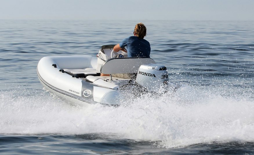 Walker Bay Generation 11 LTE with 4 Seat Console