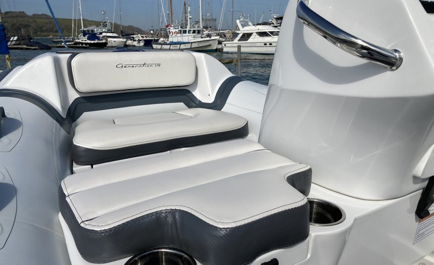 Walker Bay Generation 10 LTE with 4 Seat Console